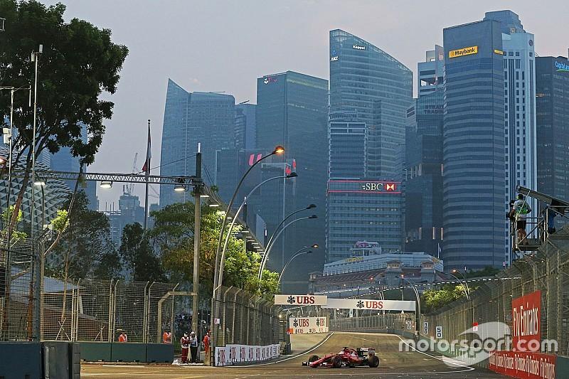 """Maluco"" invade pista e interrompe GP de Cingapura"