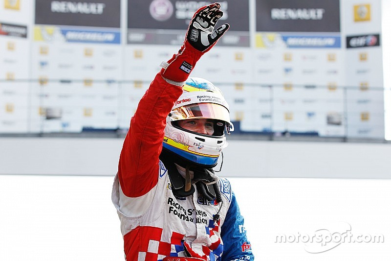 Course 1 - Rowland domine et bat le record de Sainz
