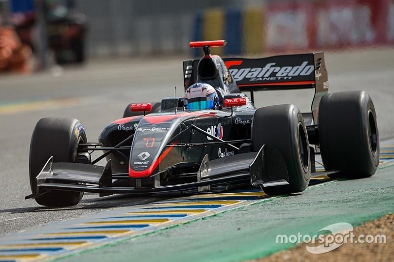 Де Врис впервые выиграл в Формуле Renault 3.5