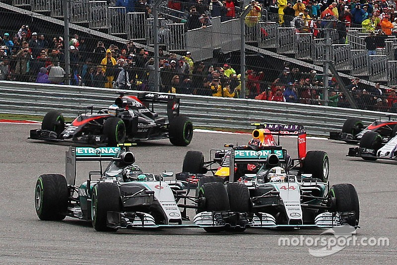 "Mercedes juge ""trop rude"" la manoeuvre de Hamilton sur Rosberg"