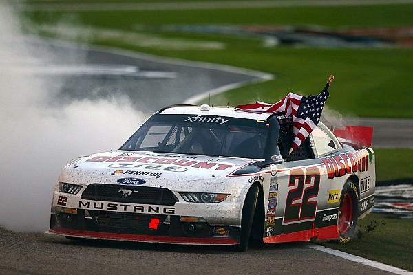 Brad Keselowski gana en Texas