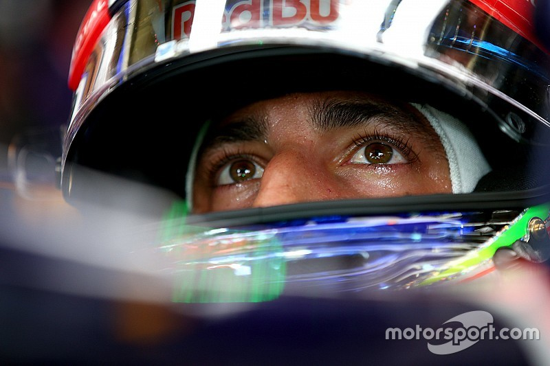 Ricciardo in Abu Dhabi met oudere spec Renault