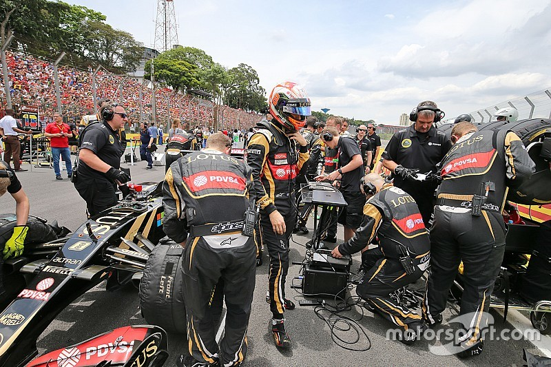 El personal de Lotus no merece terminar mal el año, dice Grosjean
