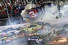 Fotostrecke: Die härtesten NASCAR-Crashs 2015