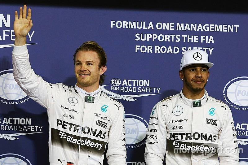 Ecclestone brinca com rixa de Rosberg e Hamilton em cartão