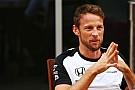 Button pede para fãs escolherem capacete da temporada 2016