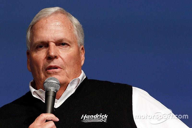 Rick Hendrick, sorprendido con los cambios de  Stewart-Haas Racing
