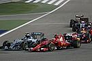 Mercedes и Ferrari выбрали разные стратегии на гонку в Бахрейне