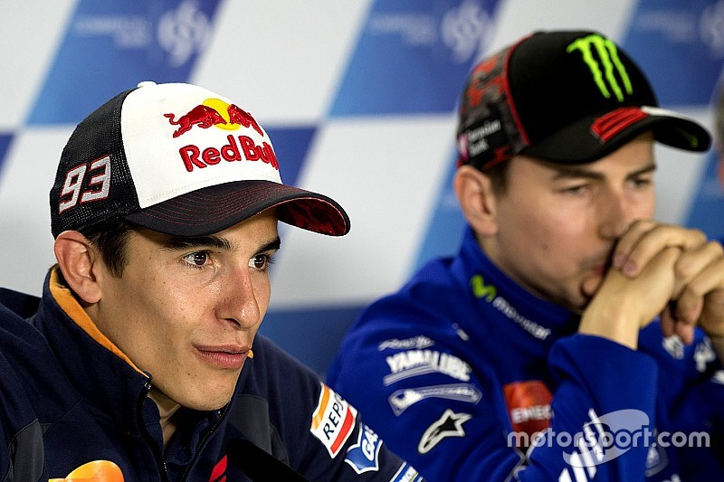 面对马奎兹和洛伦佐被嘘 罗西:我也没办法管车迷