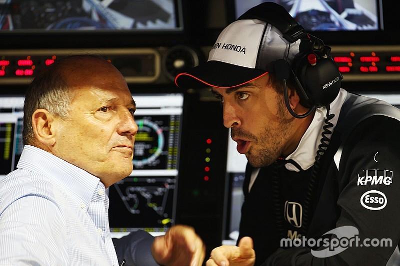 """McLaren: """"Alonso was door twee Spaanse artsen fit verklaard"""""""