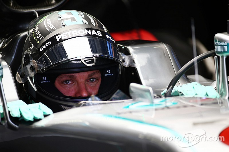 Rosberg manda en los primeros y accidentados libres en China