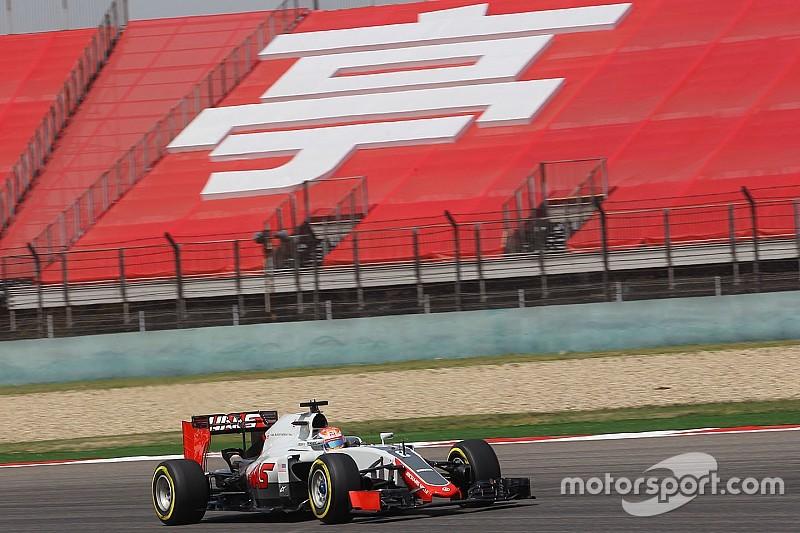 """Grosjean carga contra los """"ridículos"""" límites de presión de Pirelli"""