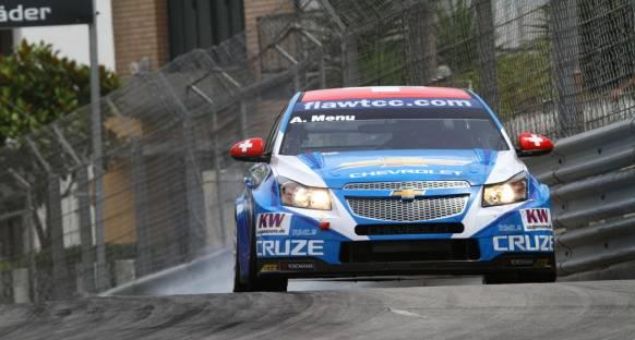 Alain Menu WTCC Valencia ayağı 2. yarışın galibi