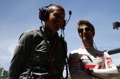 Endlich wieder Erfolg: Günther Steiner freut sich mit Romain Grosjean