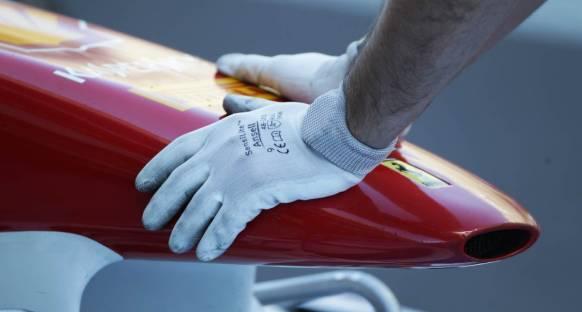 Yeni Ferrari kaza testine takıldı