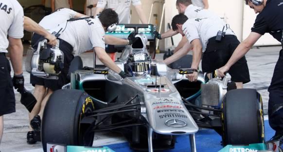 Mercedes 2012 tarzı egzozu deniyor