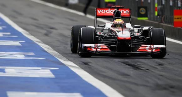 Hamilton lastiklerini yarışa saklamış