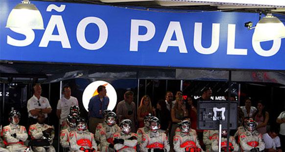 İnterlagos'ta antrenmanlar öncesi pist ıslak