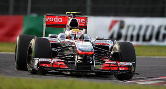 McLaren Hamilton'ın vites kutusuyla uğraşıyor