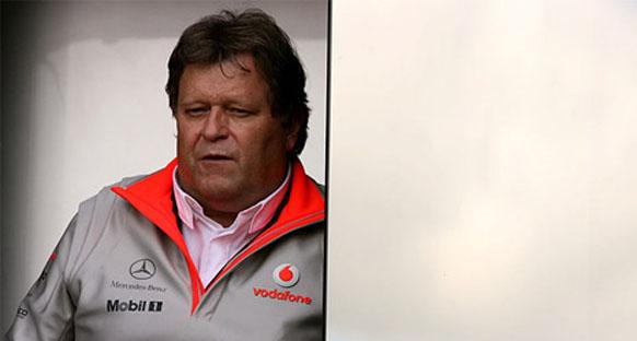 McLaren ve Mercedes Hamilton'ı savundu