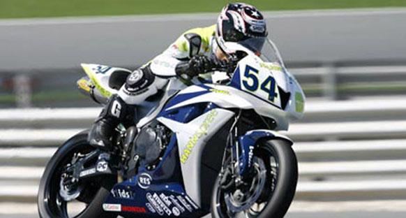 Sinan Sofuoğlu, antrenman sırasında motosikletten düşerek ağır yaralandı
