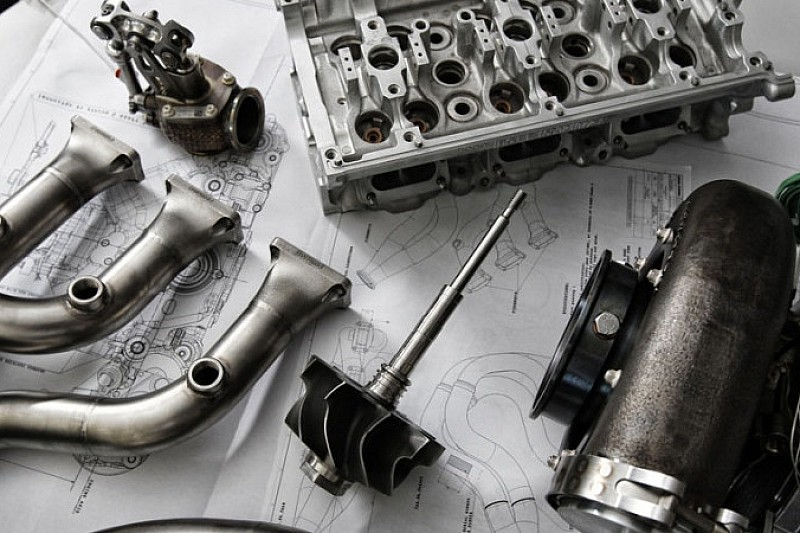 Cosworth – ні, Ilmor та AER - так