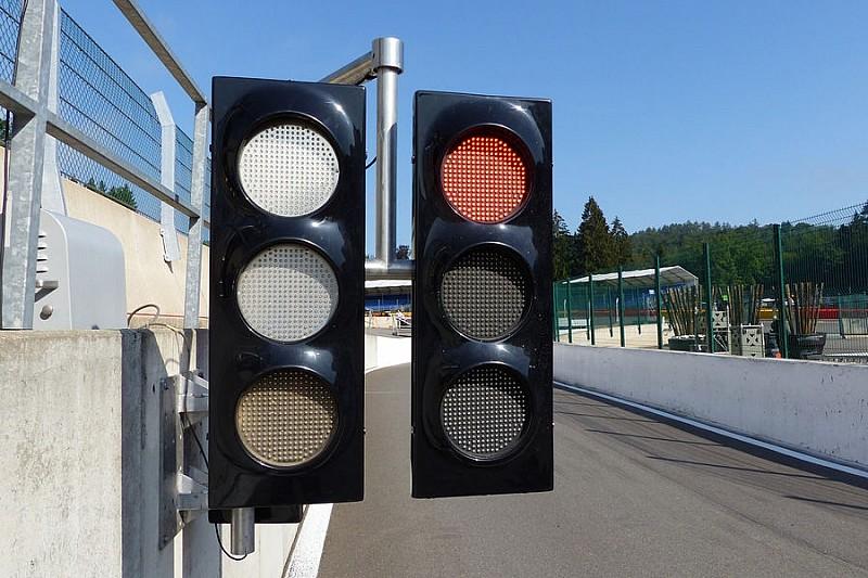 FIA ограничила радиопереговоры