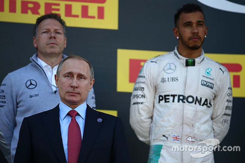 ¡Hamilton terminó segundo en Sochi... gracias a Ecclestone!
