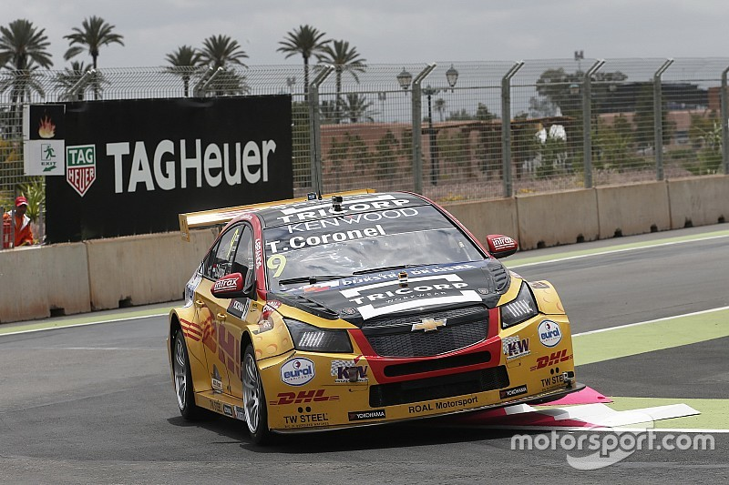 Tom Coronel verrast met beste tijd in tweede training Marrakesh