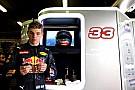 Mercedes minimiza algún interés por Verstappen