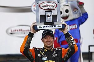 NASCAR Cup Relato de classificação Truex Jr. derruba Logano e conquista pole para Charlotte 600