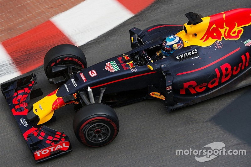 """Horner: """"Geen verband tussen misgelopen zeges Ricciardo"""""""