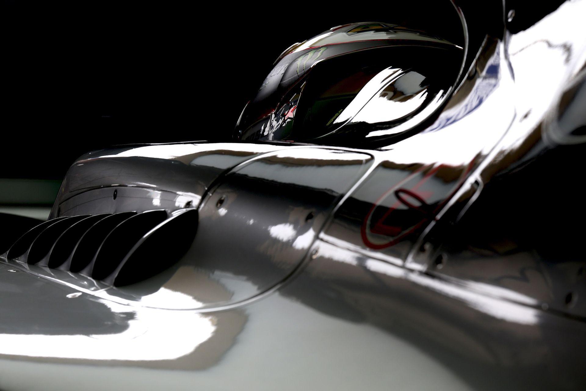 Videón, ahogy Hamilton és Rosberg kiüti egymást Barcelonában