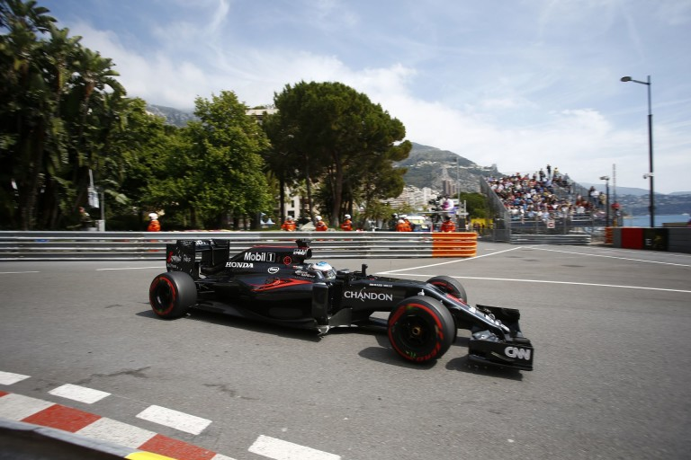 Alonso: Muszáj változtatnunk az autón, mert nem vagyok elég magabiztos Monacóban!
