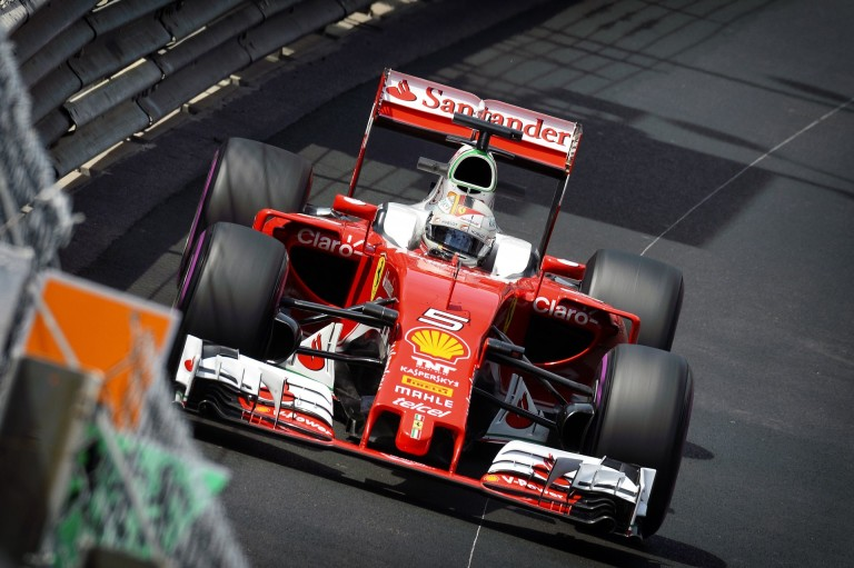 """Vettel: """"Jó lenne, ha Kimi maradna a csapattársam, de nem rajtam múlik"""""""
