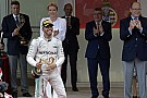 Nagyon kellett ez a győzelem Hamiltonnak – erősebb a kapcsolat a Mercedesszel