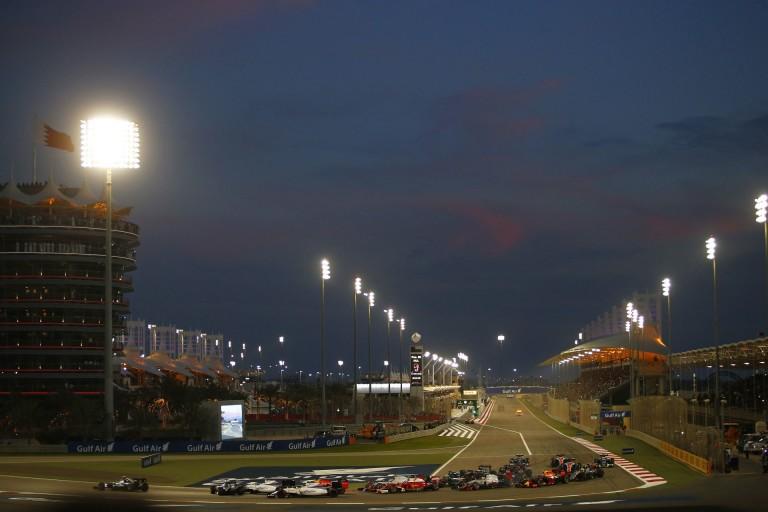 Hamilton szerint versenybaleset történt a rajt után, Bottas sajnálja az esetet