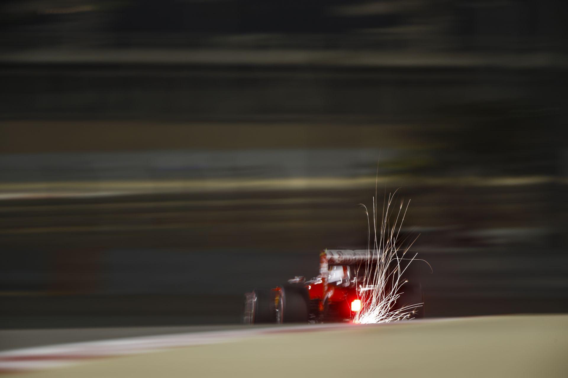 Räikkönen úgy érzi, a tempó rendben van vasárnap, de két kocsival kell beérni