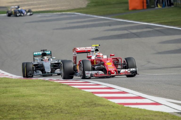 A Mercedes csak játszik a Ferrarival, mely azt hiszi, 1 tizedre van tőlük