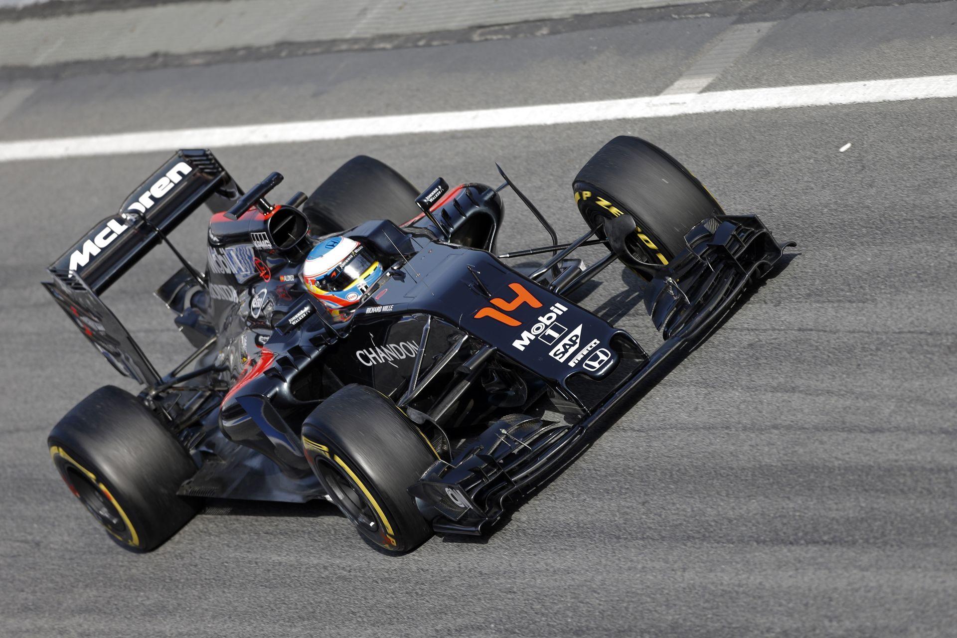 Egészen közelről Alonso startgyakorlata a McLarennel: gyenge…