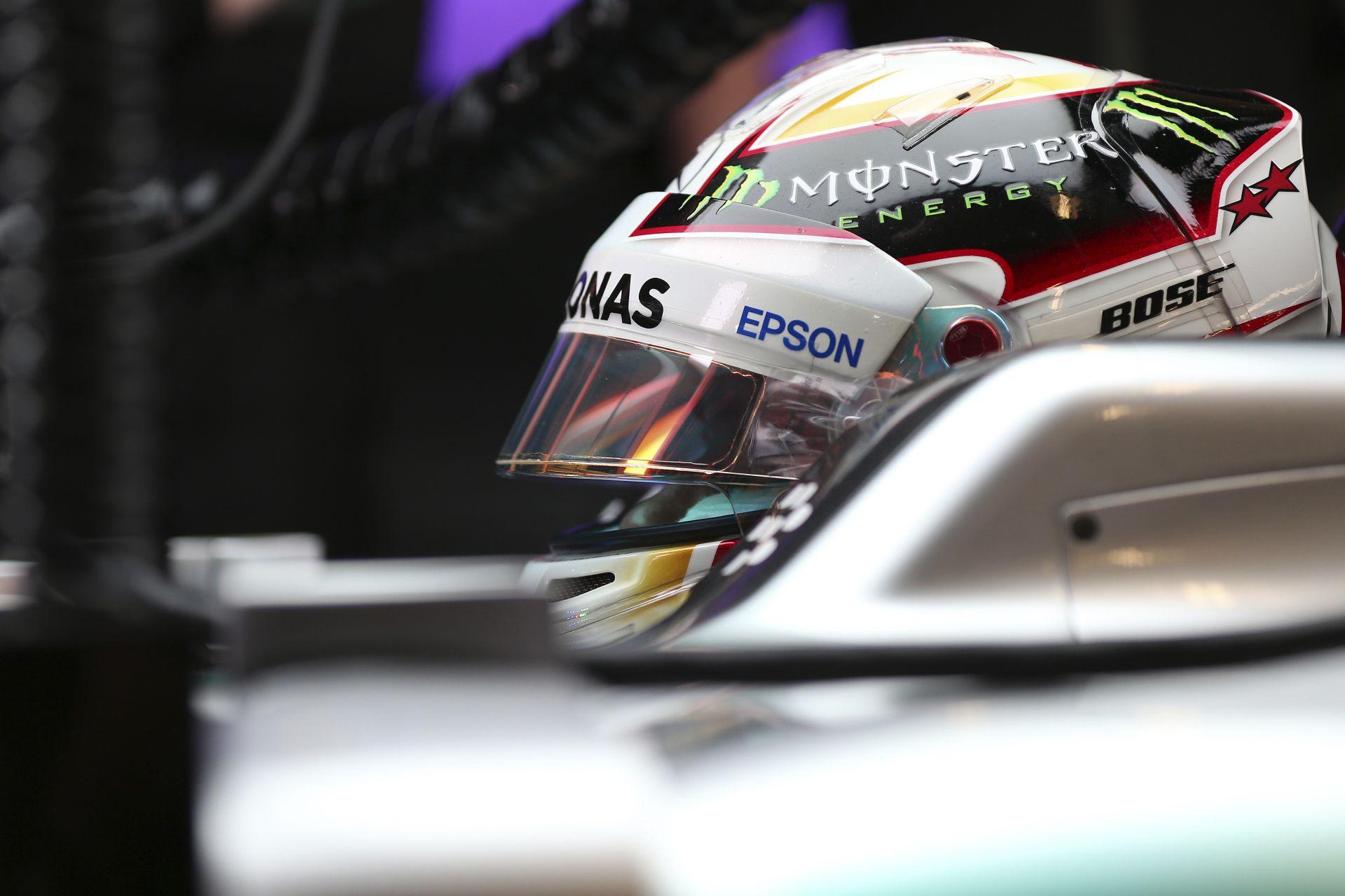 """Hamilton: """"A Ferrari sokkal közelebb van a Mercedeshez, mint azt ők mondják a médiának"""""""