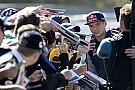 Verstappen készen áll egy nagycsapatra, de hűséges a Red Bullhoz
