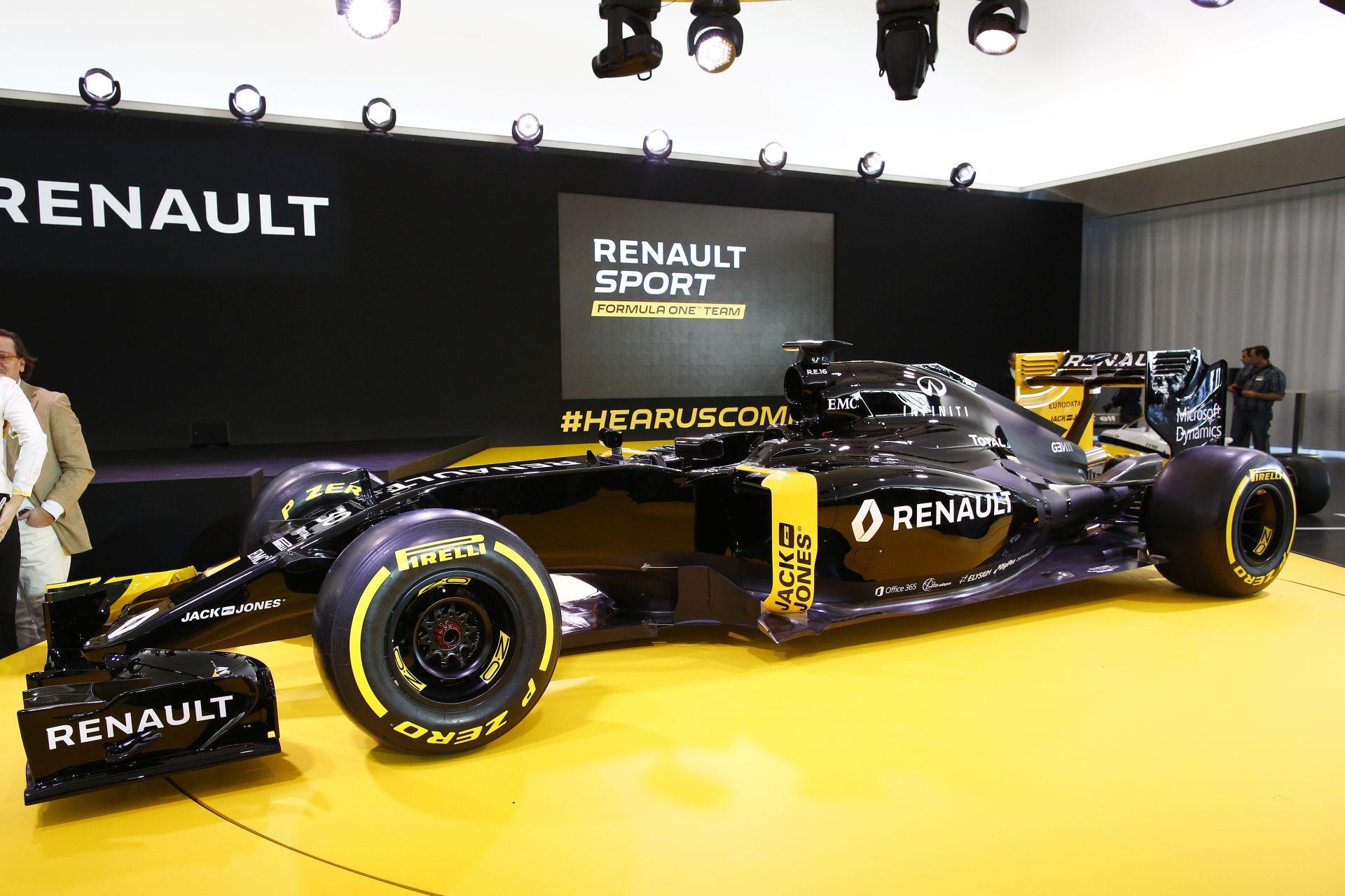 Ettől a gyári Renault Sport F1 Team festéstől padlót fogsz!