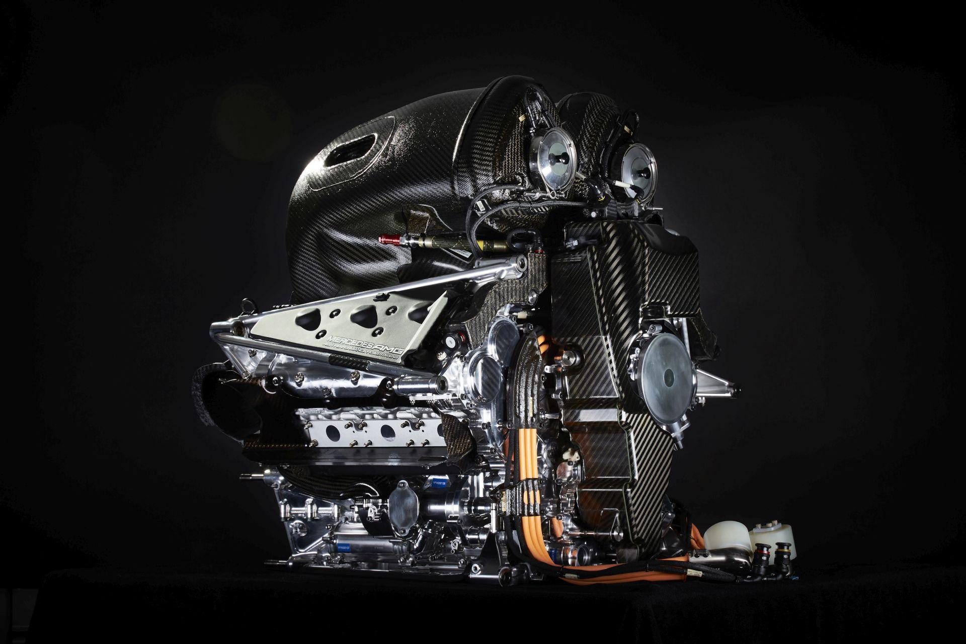 Mercedes: minden ügyfél megkapja az új motort, ami egy technológiai mestermű