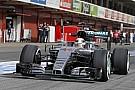 Amatőr felvételeken, ahogy Hamilton nyomja neki a Mercedes W07 Hibriddel