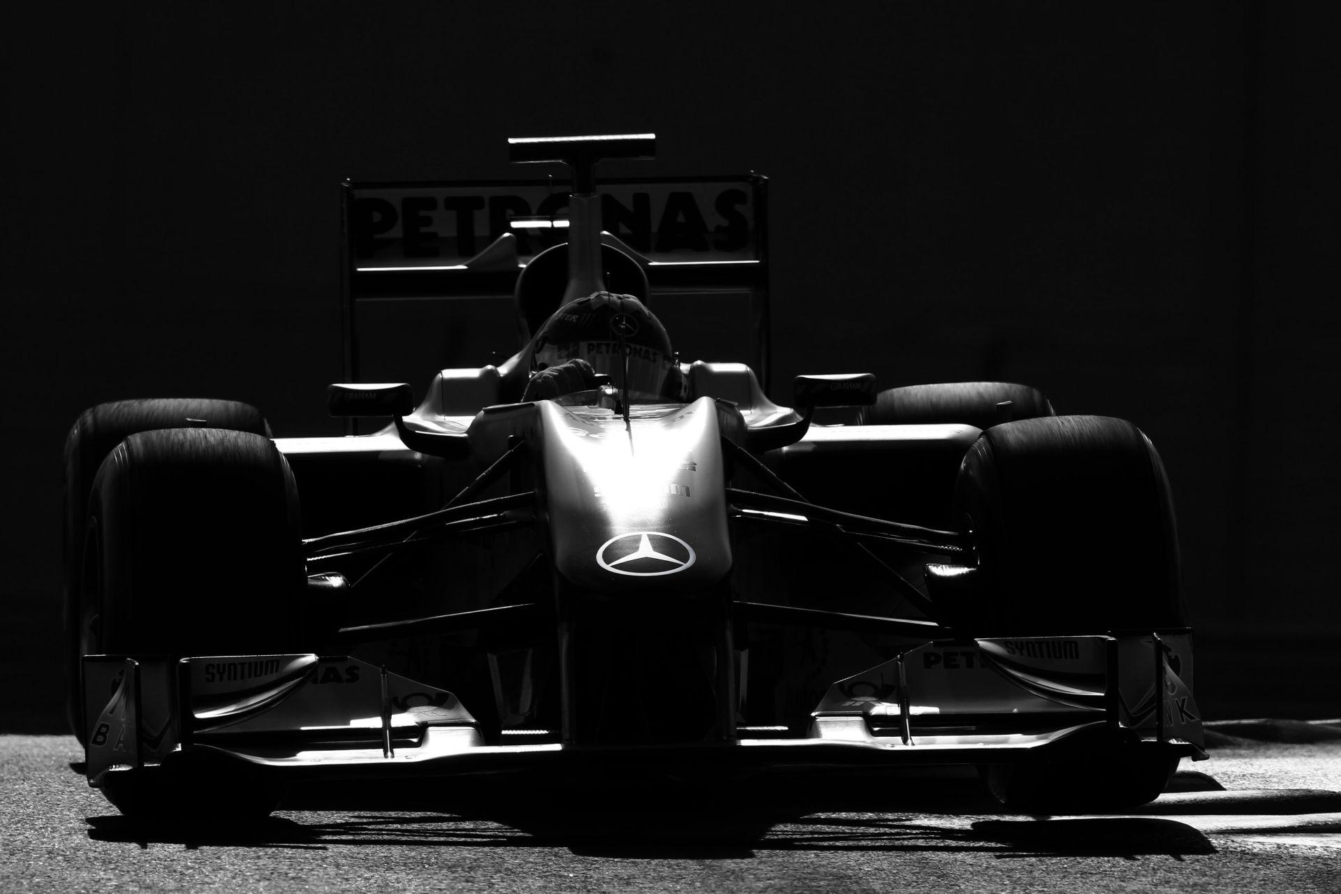 Nagy bajban lehet a Forma-1, ha nem ad a Pirellinek egy 2017-es autót hamarosan