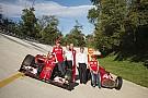 A Ferrarinál dolgozni egy életérzés, és közben nagy kihívás is: ezt nem csak a csapatfőnök, de Vettel és Räikkönen is tudja!