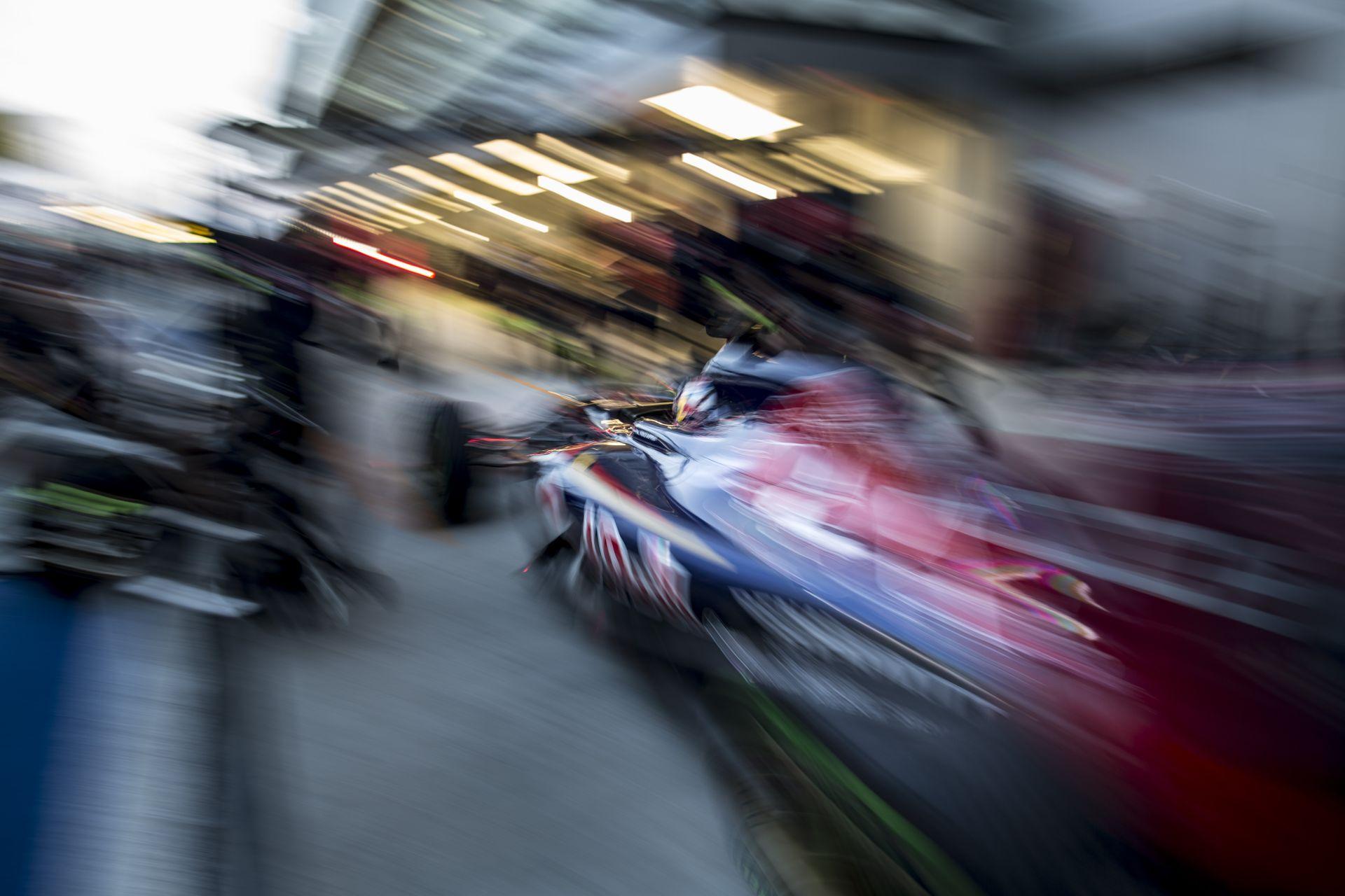 Mindenki mondja a magáét, teljes a káosz a Red Bull körül: maradnak a Renault-val?