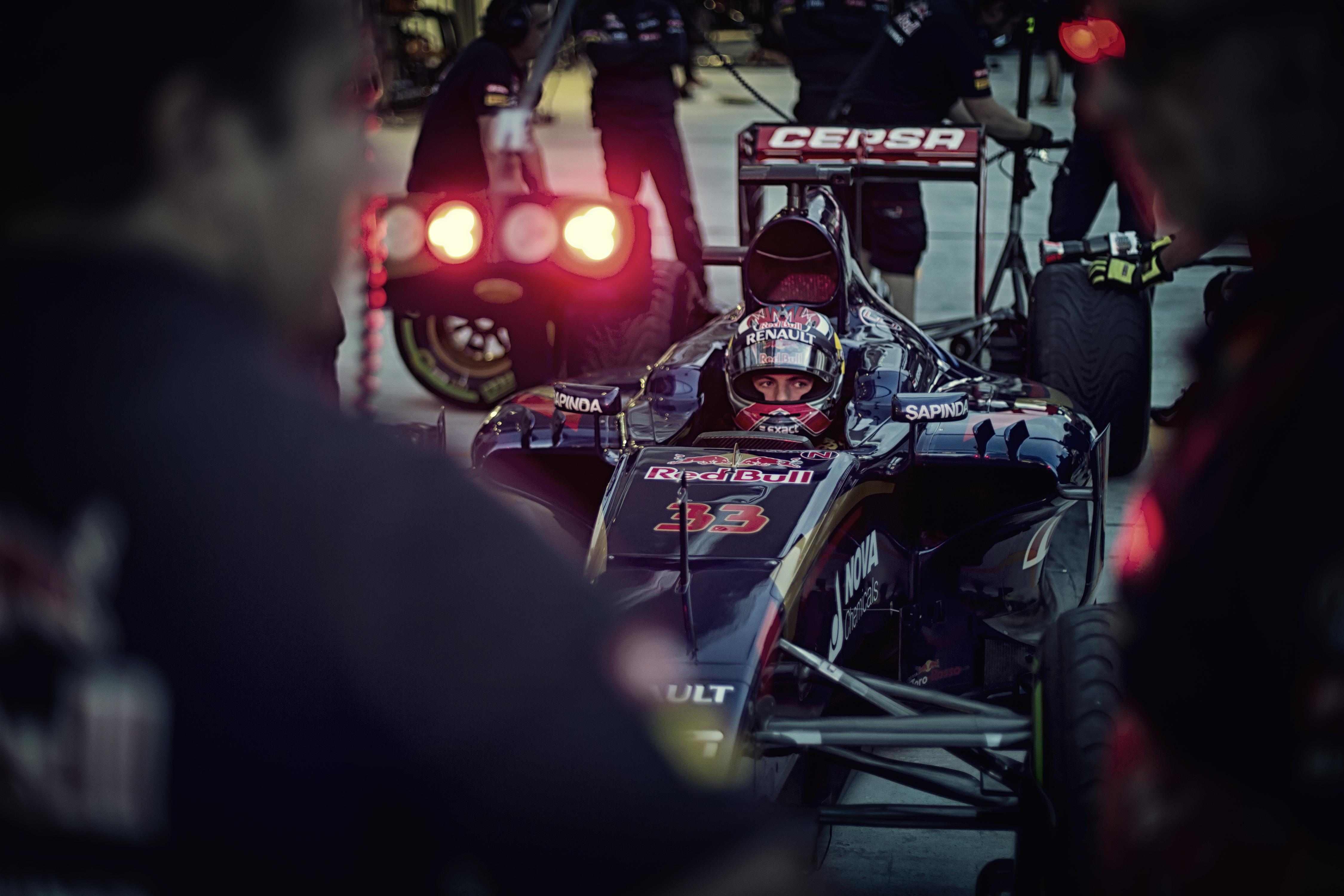 Verstappen este benéz Sainzhoz a kórházba - lényeg, hogy a csapattársa rendben van!