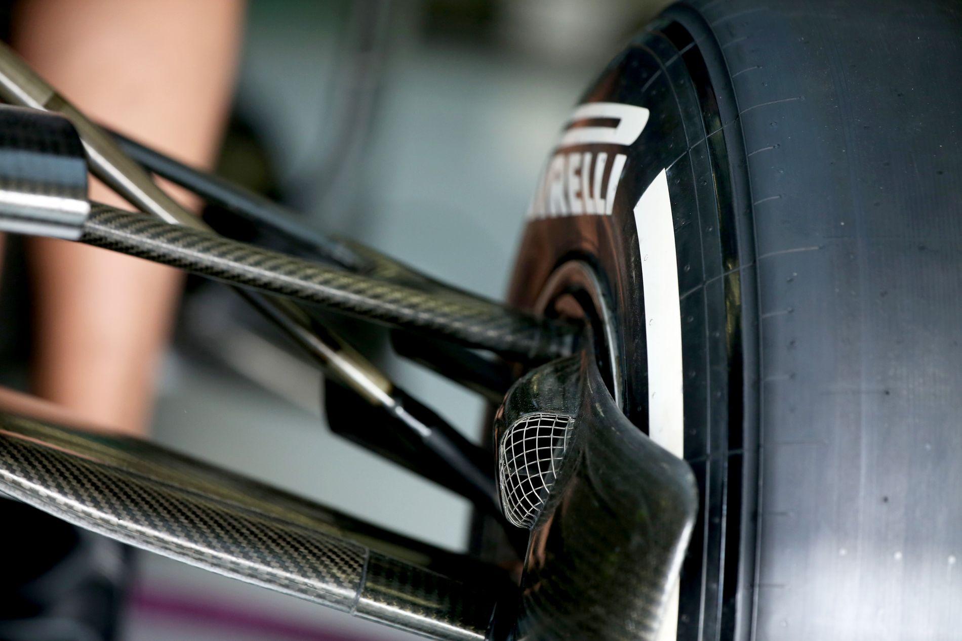 Fegyelmezés az F1-ben, nem kéne szidni a Pirellit – Mi folyik itt?